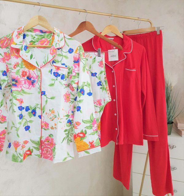Deux pyjamas fleuris